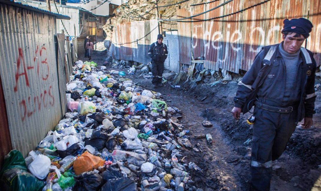 Другие же просто бросают отходы там, где есть свободное место.