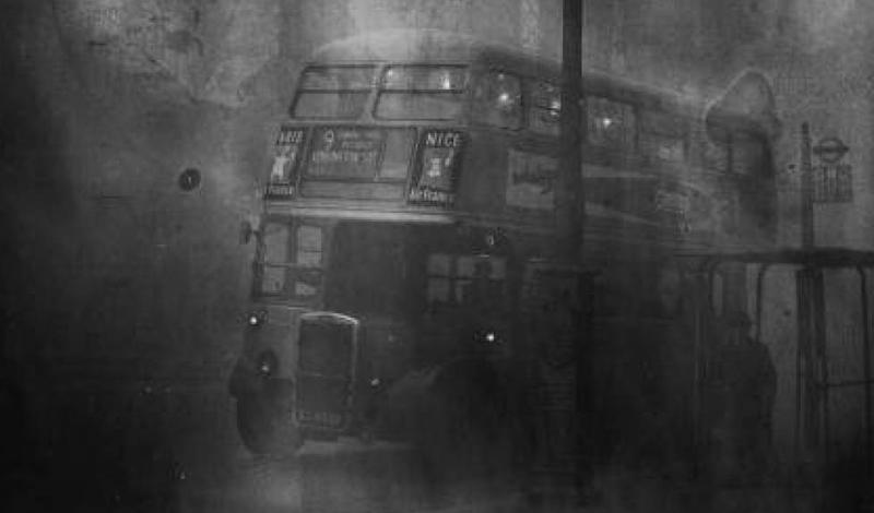 Гороховый суп Одна из причин, по которой многие лондонцы не обратили особого внимания на этот случай — климат. На острове довольно часты туманы такой плотности, что их сравнивают с гороховым супом: мол, такой же густой. Однако разницу между сезонным явлением и Великим смогом 1952 года жители города почувствовали очень скоро.