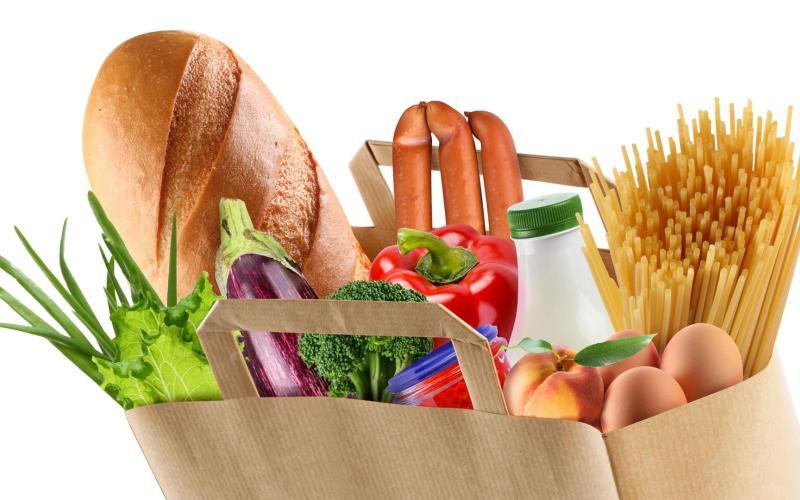 Тем не менее дефицит – это редкость. Если в ваш рацион входят мясо, яйца, молочные продукты, свежая зелень и цельные злаки, вы будете получать витамин В в нужном количестве. Однако люди, которые сидят на строгой растительной диете, не смогут получать достаточно витамина В12, который в основном находится в продуктах животного происхождения.
