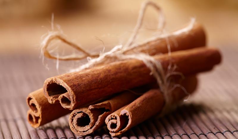 Корица Одна чайная ложка корицы содержит столько же полезных антиоксидантов, как целых полстакана черники. К тому же, корица — приправа универсальная. Смело добавляйте ее в чай, кашу, протеиновый коктейль или в ванильное мороженое.