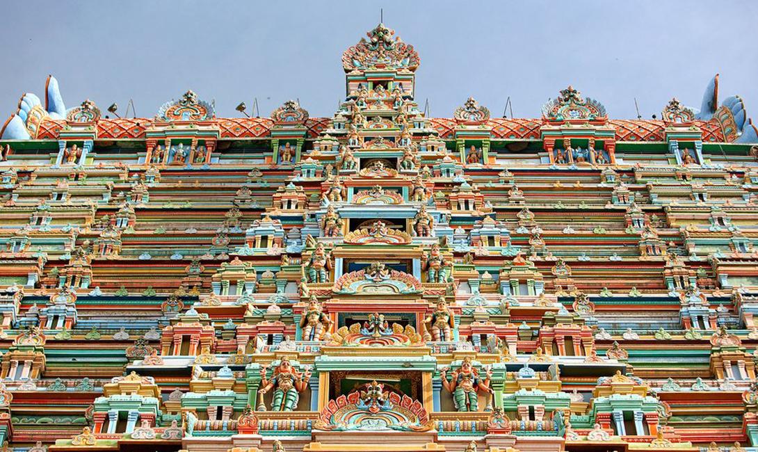 Шри Рангататсвами Шрирангам, Индия В мире белых и золотых церквей, Шри Рангататсвами, с его изящной и яркой колористикой, выглядит приятным исключением.