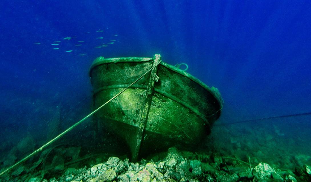Кладбище кораблей Двадцать два затонувших корабля были найдены у архипелага Фурни — тринадцати греческих островов, расположенных в Эгейском море. Такое количество судов, обнаруженное всего за неделю дайвинга, говорит о наличии здесь древнего торгового пути, еще неизвестного историкам.