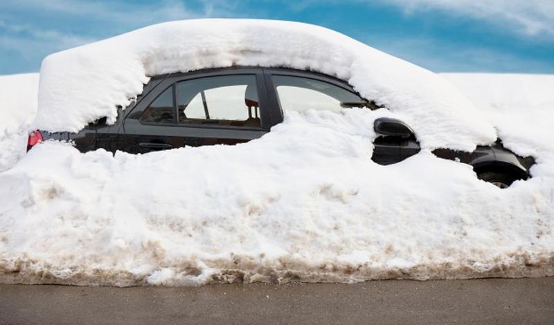 Запас топлива Просто на всякий случай. Возите с собой канистру на 5-10 литров, в качестве неприкосновенного запаса. Так вы можете быть уверены, что сможете выбраться из глуши — а если ожидание помощи затянется надолго, то развести костер с канистрой бензина будет проще простого.