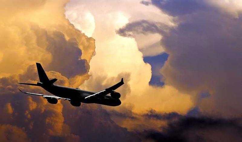 Информация от профессионального пилота Капитан Чесли Салленберг, совершивший знаменитую посадку прямо на Гудзон, уверяет, что для беспокойства пассажиров нет никаких причин. Попав в зону турбулентности, пилот предпринимает один из двух классических маневров: либо снижается, либо набирает высоту, чтобы выйти на территорию безоблачного неба. При этом и возникает знакомое многим пассажирам ощущение рысканья самолета из стороны в сторону. На самом деле, это происходит всего лишь от снижения скорости, которое возникает из-за сильного встречного ветра.