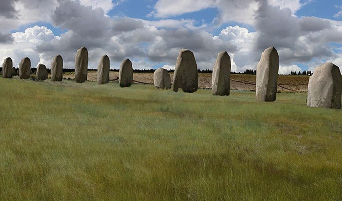 Суперхедж Новый монумент, найденный всего в нескольких километров от Стоунхеджа, стал одной из самых впечатляющих находок этого года. Крупнейший каменный памятник Европы состоит из ряда огромных камней, расположенных полукругом. Археологи считают, что Суперхедж был построен 4 500 лет назад. Открытие ясно показывает: Стоунхедж вовсе не стоит в гордом одиночестве на краю равнины Солсбери. Напротив, монумент являлся всего лишь центром гораздо большего сооружения — скорее всего, религиозного.