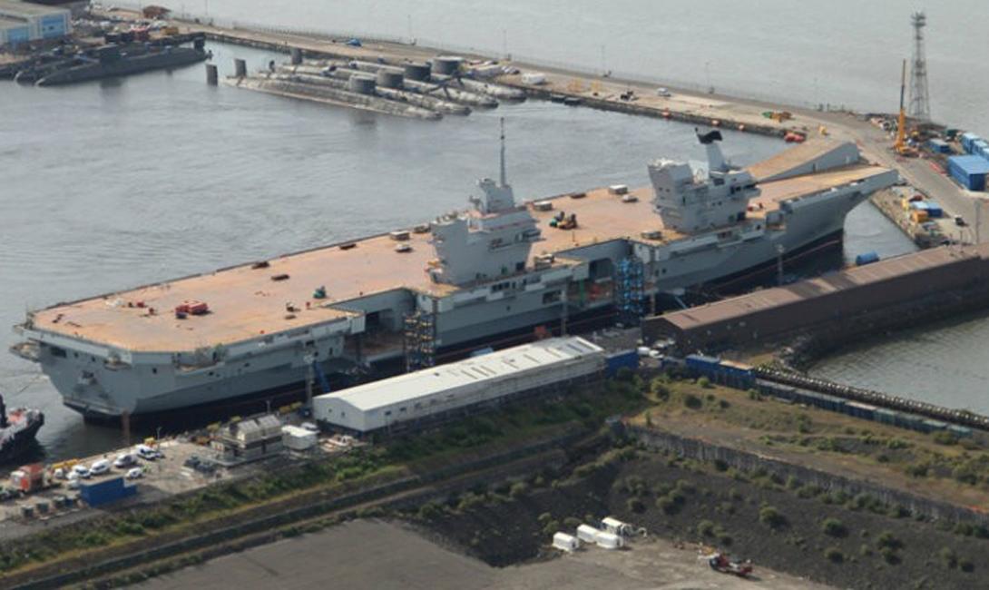 HMS Queen Elizabeth Стоимость: $ 9,3 млрд «Королева Елизавета», едва сошедшая со стапелей, стала крупнейшим боевым кораблем Соединенного Королевства. Этот авианосец, чье техническое оснащение считается чуть ли не лучшим в своем классе, способен осилить путешествие в 10 000 морских миль без дозаправки: можно подумать, что Великобритания всерьез собирается вернуть себе статус Королевы морей.