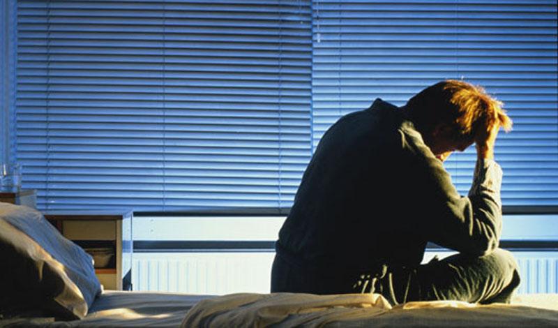 Проблемы со сном Правильный ночной отдых — первое, чем жертвует подавляющее большинство людей во время длинных праздников. Постарайтесь понять: организм не собирается выписывать вам индульгенцию только потому, что Новый год на носу. Последствия недельного недосыпа будут губительны. Стресс, снижение иммунитета, повышение веса и, в качестве бонуса, затяжная депрессия. Идите спать вовремя, не бойтесь пропустить все веселье.