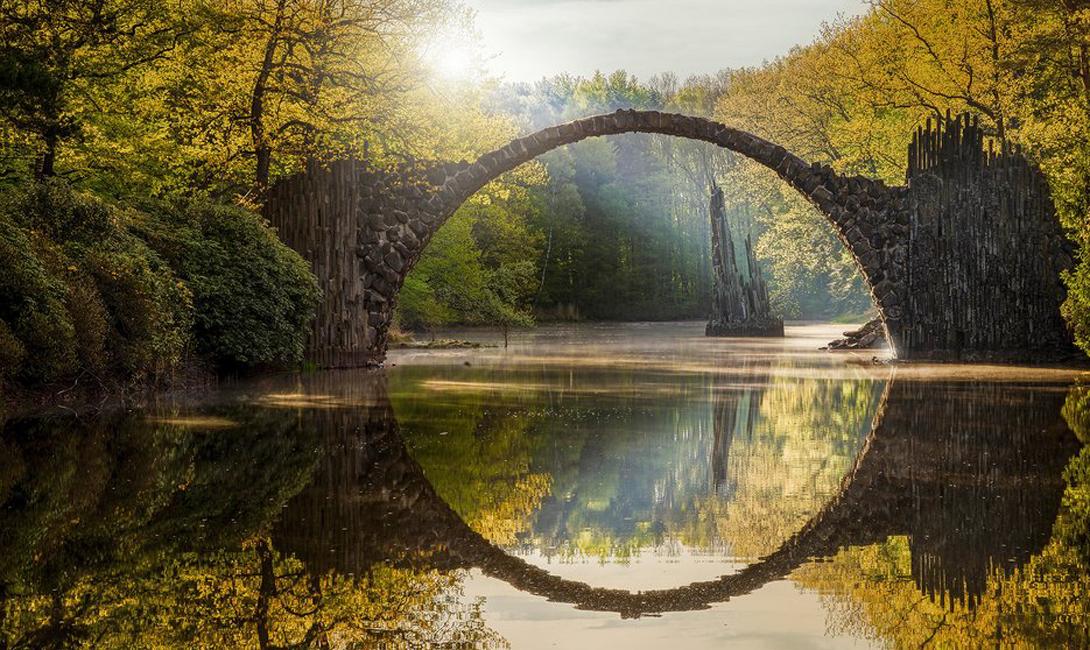 Мост Ракотц Германия Отражение превращает мост в идеальный круг — так и задумывал его создатель.