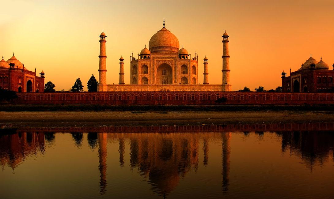 Тадж-Махал Индия Тадж-Махал прекрасен в любом освещении, но закаты здесь поистине незабываемы.