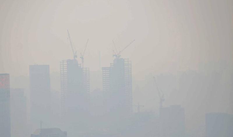 Китайский экспресс Если загрязнение воздуха и уровень диоксида серы в нем были достаточно высоки, чтобы убить 12000 человек еще в прошлом веке, представьте себе тот ущерб, который мог бы быть нанесен человечеству сегодня. К сожалению, это не относится к разряду теоретических выкладок. В январе 2013 года Великий смог обрушился на Шанхай. Можно считать, что от этого пострадали целых 600 миллионов человек. Загрязнение воздуха до сих пор считается третьей по значимости причиной смерти в Китае.
