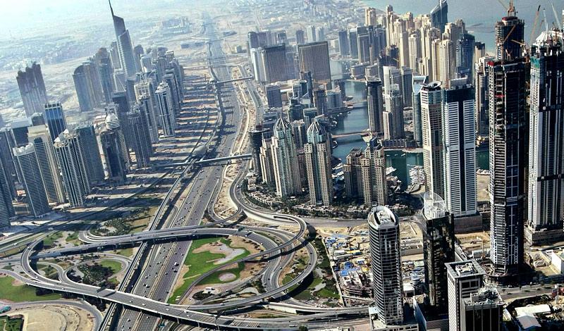 Дубай ОАЭ Дороги Дубая заслуживают отдельной главы. Автомагистрали строятся по технологиям, пришедшим из Германии. Многоярусные трассы проектировали лучшие инженеры и архитекторы со всего мира: неудивительно, что именно эта страна считается новоявленным законодателем мод — по крайней мере, в дорожной сфере.
