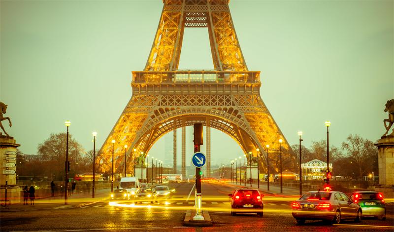 Париж Франция Париж, безусловно, остается хозяином лучших дорог в стране, но и в самых отдаленных участках Франции вы с легкостью сможете дождаться техслужбы, если таковая понадобится. Даже бесплатные дороги страны отличаются прекрасным дорожным покрытием.