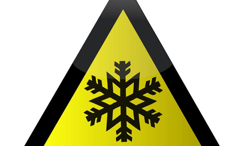 Что это такое Обморожение грозит человеку при наступлении достаточно низких температур. Уже -10 по Цельсию грозит неподготовленному человеку потерей пальцев. При обморожении мягкие ткани могут омертветь — и поделать с этим будет уже ничего нельзя.