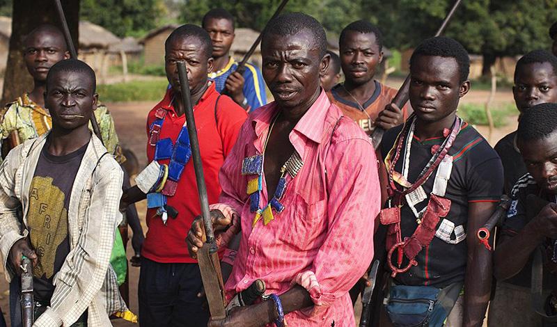 Камерун Общее количество языков: 281 В стране насчитывается более 250 мелких этносов, представители которых предпочитают общаться на своих родных наречиях. Официальный статус имеют французский и английский, но путешественнику, чтобы чувствовать себя комфортно с этой лингво-парой, придется оставаться в пределах крупных городов.