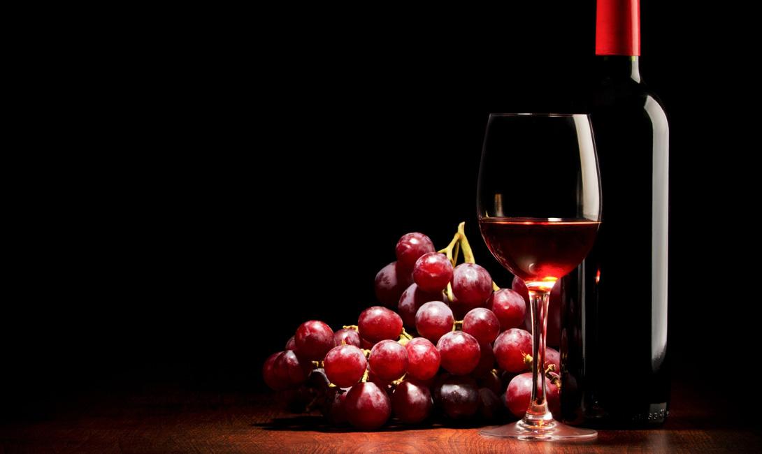 Вино Закрытая упаковка: 3 года (речь идет о среднем ценовом сегменте, некоторые вина можно хранить столетиями).Открытая упаковка: 1 неделя в холодильнике, с пробкой в горлышке.