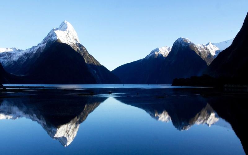 Озеро Таупо Среди фантастических зеленых ландшафтов острова Северный в Новой Зеландии под водами озеро Таупо скрывается кальдера великого и ужасного вулкана Таупо. Извержение, произошедшее здесь более 26 тысяч лет назад и известное как извержение Оруануи, стало крупнейшим за последние 70 тысяч лет. И если Таупо, который не спит, а всего лишь дремлет под толщею воды, пробудится вновь и решит устроить апокалипсис этой земле, вполне вероятно, что Новая Зеландия уже никогда не порадует нас своими красотами.
