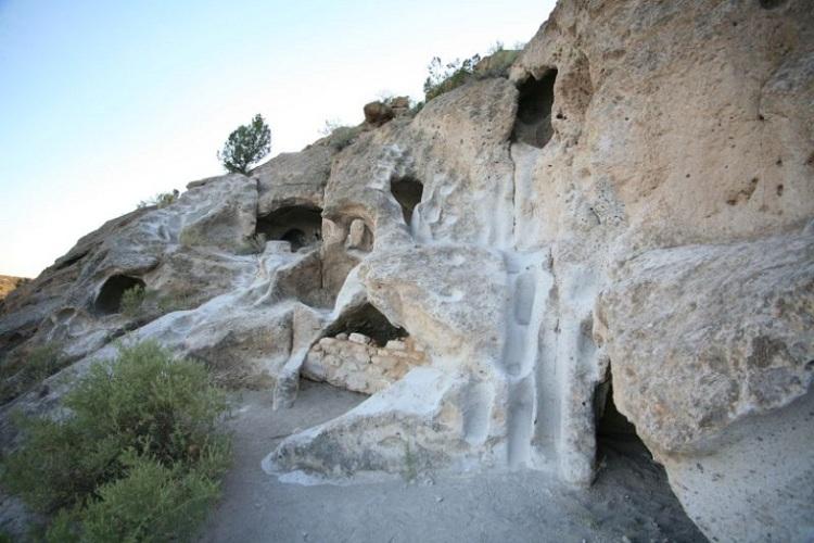 Пещеры Тсанкави на территории кальдеры Валлес