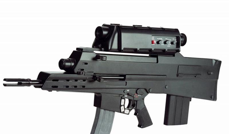 XM29 Это выглядит как оружие из какой-то видеоигры, но XM29 Objective Individual Combat Weapon — совершенно настоящий прототип, который умеет стрелять управляемыми 5,56-мм пулями и программируемыми, взрывающимися 20-мм снарядами. Взвод солдат, вооруженный такими автоматами мог бы поспорить даже с танковым батальоном, ведь бойцам, которые могут запрограммировать взрыватели снарядов на определенную цель, необязательно показываться на глаза противнику. Однако Сенат США счел стоимость XM29 слишком высокой для персонального оружия — проект, по крайней мере официально, закрыт.