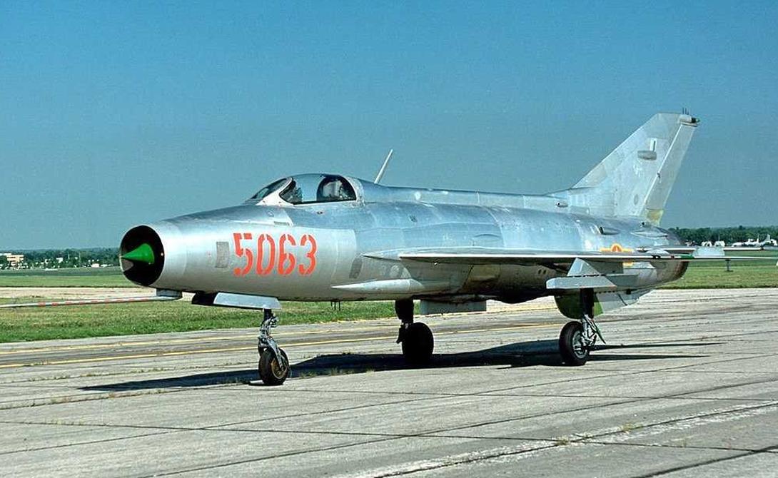 Истребители МиГ-21В Два истребителя были захвачены боевиками в ходе успешной атаки одной из сирийских баз. Сообщается, что, в данный момент, среди львов Уммы нет ни одного пилота, способного управлять этой техникой.