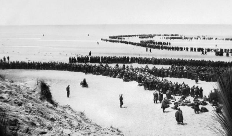 Дюнкеркская операция 1940 год 300 000 солдат армии союзников были заперты немецкими войсками на побережье Ла-Манша. О выводе людей по морю не могло быть и речи — Люфтваффе полностью контролировали небо. И тут случилось то, что Черчилль позже назвал «чудом избавления»: тучи закрыли небо, начался сильнейший град. Немцам пришлось вернуть самолеты и солдаты союзников смогли выбраться из котла.