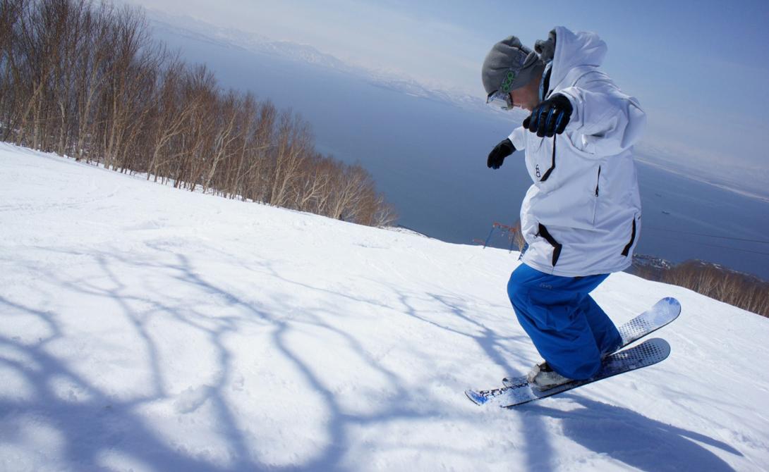 Сноублейды Что потребуется: куртка, штаны, перчатки, сноублейдыГде заниматься: длинные склоны Эти сверхкороткие лыжи вошли в моду около десяти лет назад. Кататься на них стоит только на длинных склонах — сноублейды позволяют развить очень приличную скорость.