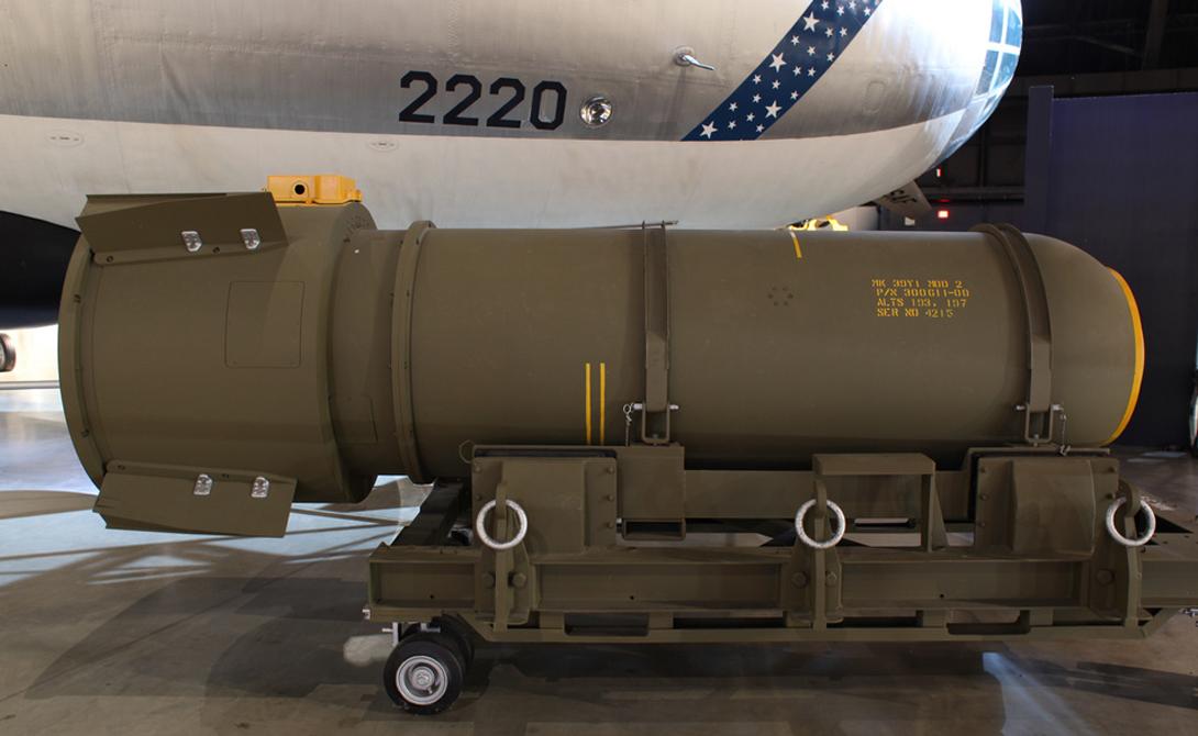 Ударная волна Прямое разрушительное воздействие водородной бомбы — сильнейшая, обладающая высокой интенсивностью ударная волна. Ее мощность зависит от размера самой бомбы и той высоты, на которой произошла детонация заряда.