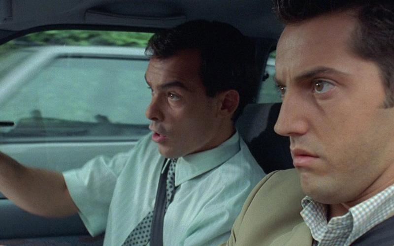 Практикуйтесь… Испытывать свой автомобиль в экстремальных ситуациях даже нужнее, чем оттачивать заезд в гараж с одного поворота руля. Ну, «потыкаетесь» вы лишних пару раз вперед-назад на парковке — никто вам слова лишнего не скажет, а вот среагировать в нестандартной ситуации без подготовки можно, пожалуй, лишь родившись под счастливой звездой. Экстремальный разгон, экстренное торможение, контролируемый занос и выход из него — вот начальная программа тренировок для каждого, кто дорожит собой и автомобилем.