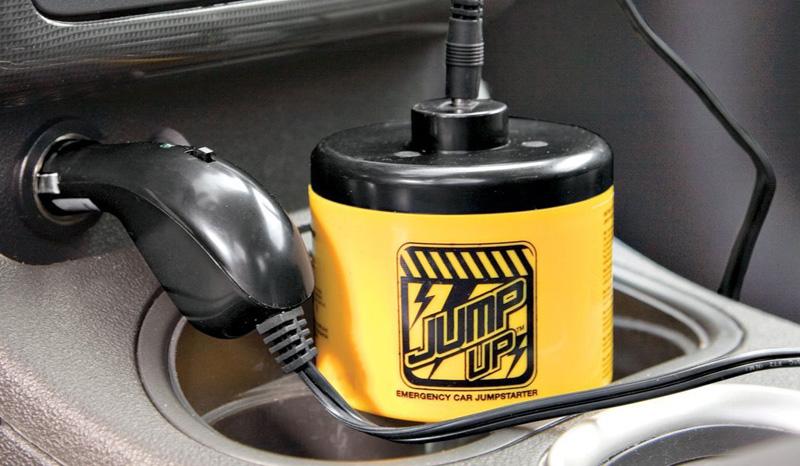Зарядно-пусковое устройство Mighty Jump Постоянные перепады температуры на протяжении всей зимы могут застать врасплох даже самого предусмотрительно водителя, не забывающего прогревать двигатель в особо холодные дни. Но даже если мороз подкрался незаметно, ваша поездка не будет под угрозой срыва, если это небольшое, но полезное устройство окажется в «аптечке» первой помощи вашему автомобилю. Mighty Jump избавит от необходимости поиска по всему двору тех, кто согласен дать «прикурить», сообщив аккумулятору автомобиля необходимое для запуска количество электрических импульсов прямо через прикуриватель в салоне. После этого просто подзарядите его, переключив в режим «приема», и Mighty Jump снова готов спасать!