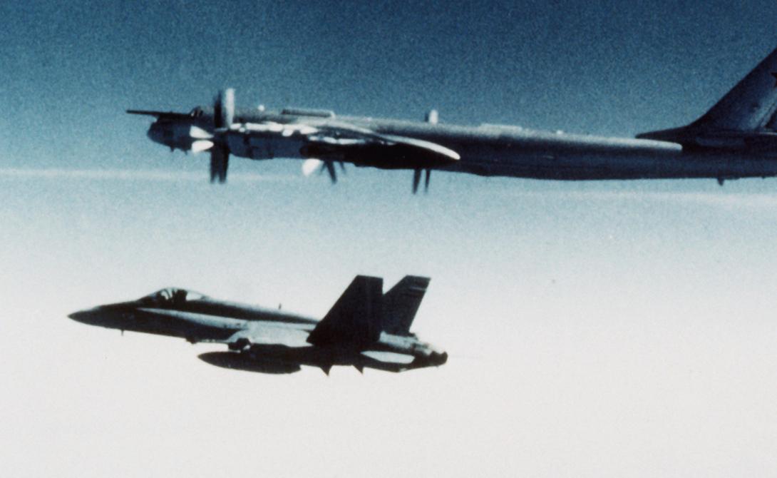 Атомный самолет Ту-95ЛАЛ Летающая лаборатория с атомным реактором — советские ученые никогда не умели мелочиться. Этот проект, ставший единственным успешным в своем роде, совершил более пятидесяти полетов до того, как испугавшиеся аварии чиновники решили снять его с рейса. Эксперименты, которые проводились на борту Ту-95ЛАЛ, засекречены до сих пор.