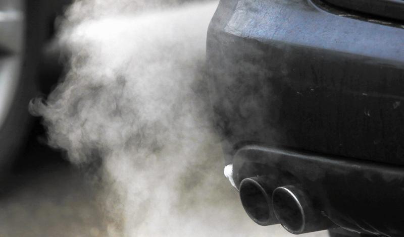 Ценное топливо Еще один значительный минус прогревания — расход топлива. Десяти минут холостого прогревания на морозе автомобилю хватает, чтобы использовать более полулитра бензина. Вы вообще цены видели на заправках?