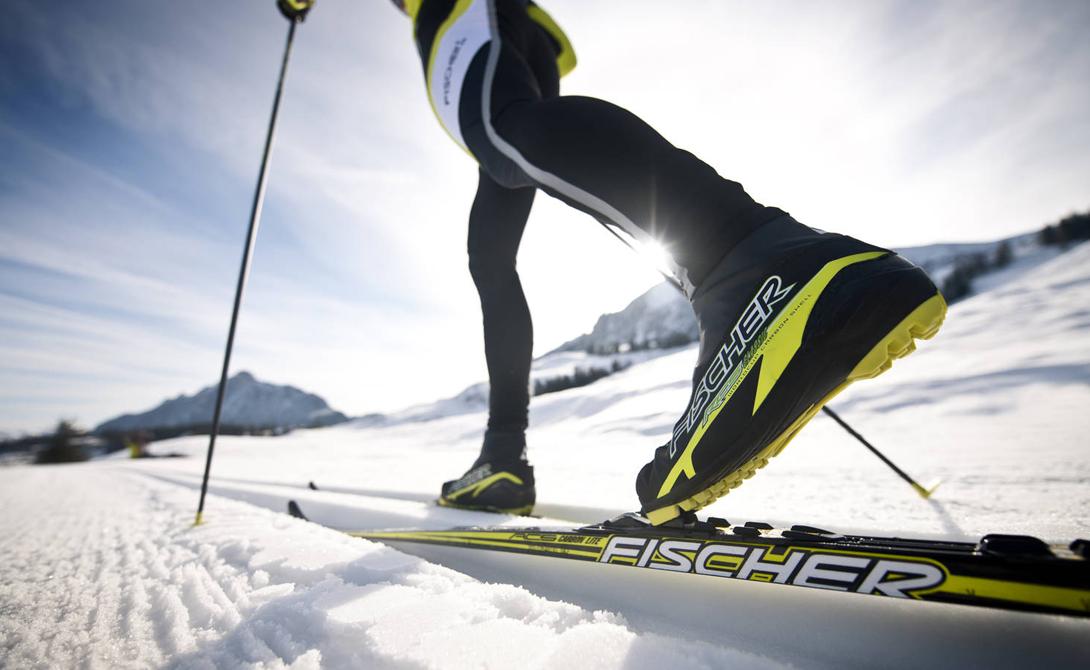 Беговые лыжи Что потребуется: лыжи, сила волиГде заниматься: любой заснеженный парк Беговые лыжи — прекрасный аналог надоевшей беговой дорожке. Свежий воздух (не стоит выбираться на лыжах в город) и умеренная кардионагрузка обеспечат вам хорошее настроение и заряд энергии на всю неделю.