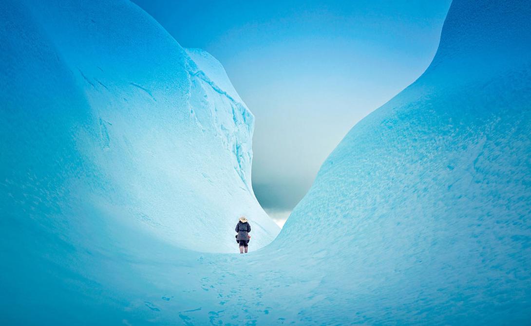 Нунавут Канада В далеких северных пределах Канады раскинулись дикие, похожие на иллюстрацию к «Снежной Королеве», территории Нунавут. В нескольких километрах от берега вы сможете прогуляться по самому настоящему айсбергу, залезть в его ледяное нутро и прокатиться, чувствуя себя Каем — ну, или Гердой.