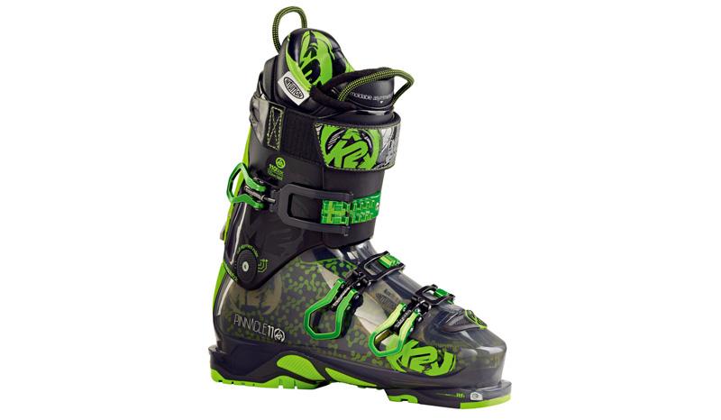 Универсальные ботинки Pinnacle В результате противостояния сноубордистов и лыжников, которому охотно подыгрывают производители снаряжения, долгое время оставались крайними те, кто любит оба этих вида спорта. Они как обладатели гаджетов разных фирм, запутавшиеся в ворохе зарядных устройств, вынуждены были носить с собой помимо самих лыж и досок еще и несколько пар разных ботинок. Но этому пришел конец, когда The One-Quiver Boot создали Pinnacle, универсальные ботинки, подходящие к разным видам крепления, что здорово экономит деньги, место и силы при транспортировке. Чуть не забыли! На них еще можно цеплять снаряжение для восхождения в горы, но это уже совсем другая история.