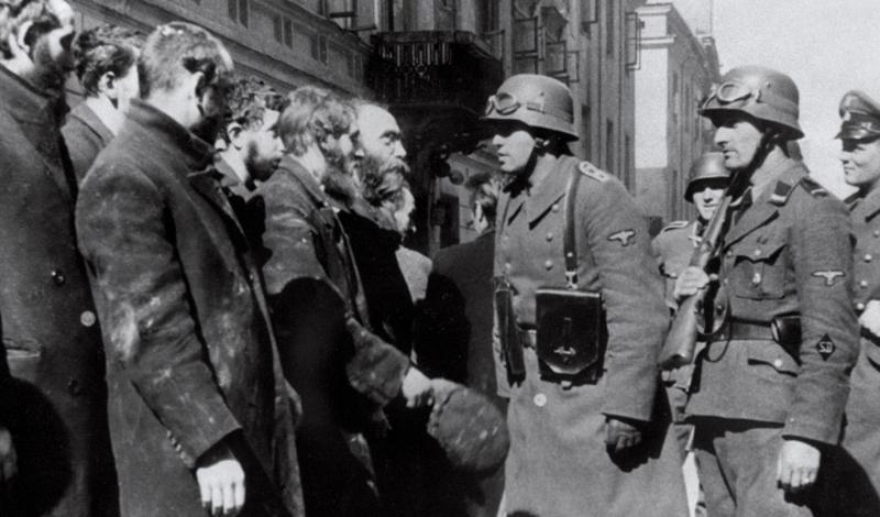 Отрицание Холокоста Есть много теорий заговора, но отрицание Холокоста является чуть ли не самой глупейшей, и уж точно самой мерзейшей из них. История говорит всем адекватным людям, что почти 6 миллионов евреев погибли по вине нацистской Германии. Группировка так называемых «ревизионистов» называют Холокост ложью, соглашаясь лишь с данными о депортации евреев из Германии. Остальное, мол, сами евреи и придумали — чтобы весь мир обратил на них внимание.