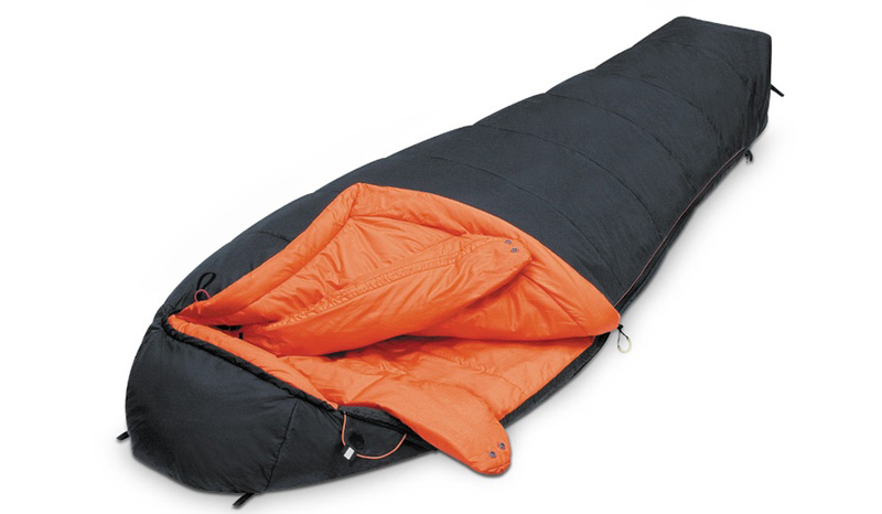 Спальный мешок Alexika Delta Compact Какой спальный мешок, — спросите вы — на улице мороз под 30 градусов! А вот такой, как Alexika Delta Compact — уютный (для людей ростом около 172 см), легкий (всего 2,1 кг) и имеющий экстремальный предел в -29 °С для того, кто в нем находится. Да, конечно, комфортные условия для сна составляют от -4 до -10 градусов, но в соответствующей случаю палатке этого вполне реально достичь.