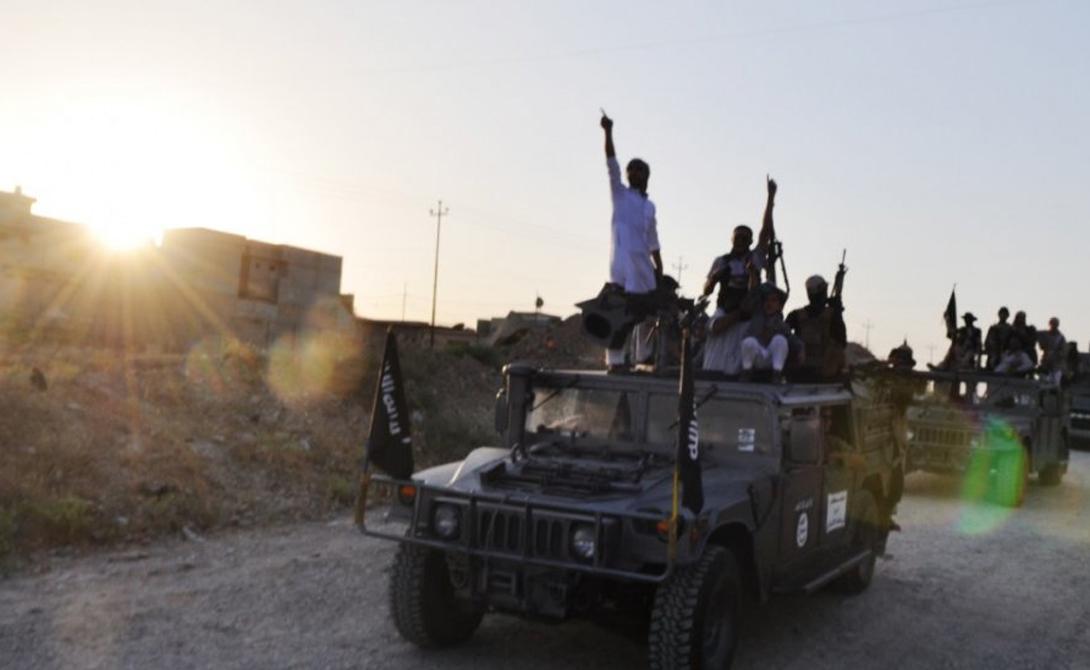 Хаммеры При штурме Мосула ISIS получили несколько десятков «Хамви». Эти же машины США поставляли иракской армии. Транспорт позволяет быстро и эффективно перемещаться по пересеченной местности. Тяжелая броня Humvee также надежно защищает силы от огня из стрелкового оружия.
