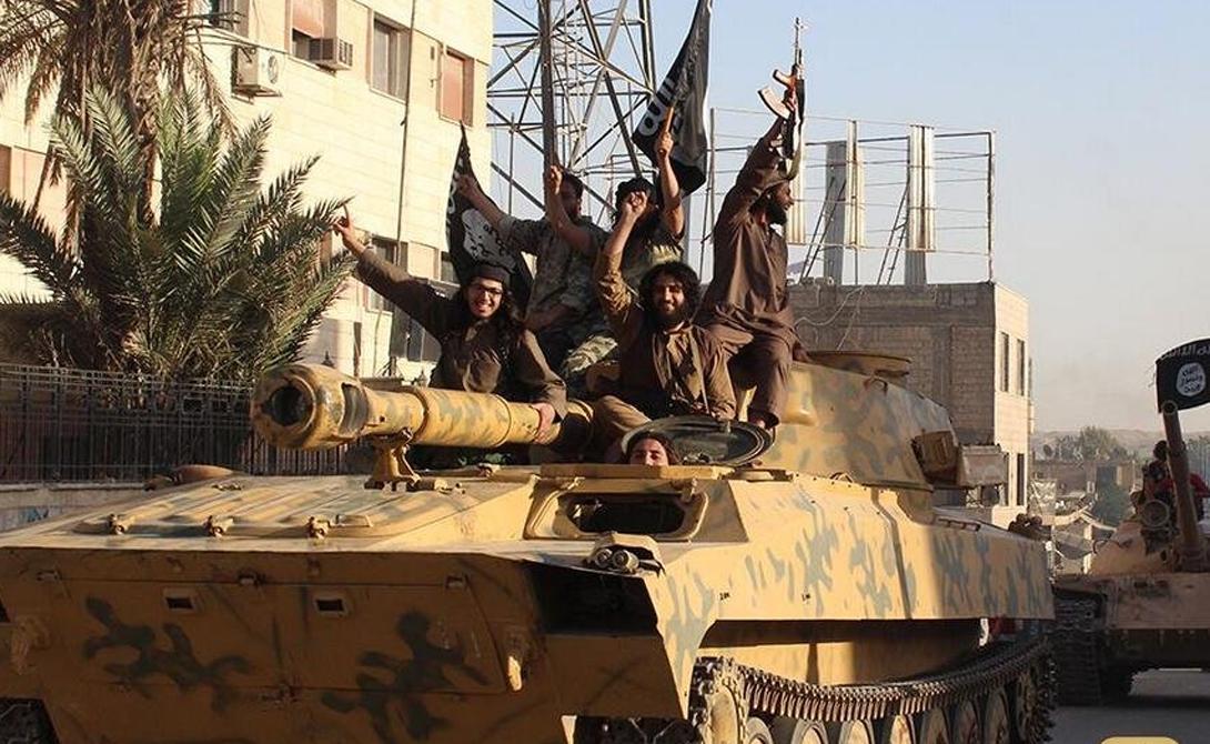 2С1 Гвоздика В арсенале джихадистов есть целых три «Гвоздики» — эти советские полковые самоходные гаубицы могут стать настоящей головной болью войскам противника. Машины очень маневренны, что немаловажно в условиях партизанской войны.