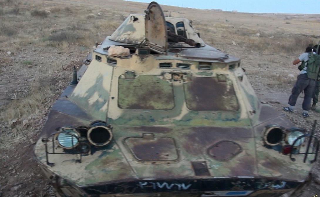 БРДМ-2 Джихадисты захватили шесть бронированных машин. БРДМ-2 — амфибия, бронированная патрульная машина, созданная инженерами СССР 1960-х. БРДМ-2 управляется экипажем из четырех человек. Автомобиль имеет 14,5-мм тяжелый пулемет в качестве основного вооружения и пулемет калибра с 7,62-мм — в качестве орудия поддержки.