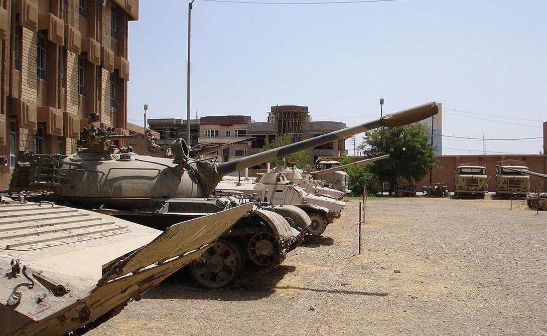 Танк Т-55 Считается, что ISIS имеет около 30 танков Т-55, хотя неизвестно, насколько хорошо члены организации могут поддерживать их в адекватном состоянии и управлять тяжелой техникой. Несмотря на солидный возраст, Т-55 до сих пор используются в армиях пятидесяти стран мира. Танк оснащен тяжелой броней, 100-мм пушкой и пулеметом калибра 7,62-мм.