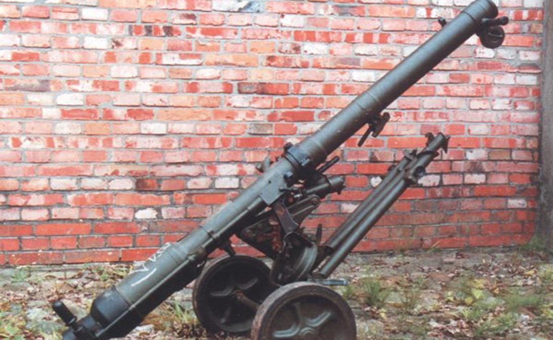 Безоткатная пушка B-10 Хотя оружие уже давно считается устаревшим, его часто использовали и используют во время местных пустынных войн. ISIS заполучили целый арсенал B-10 после разграбления военных баз в Ираке и Сирии.