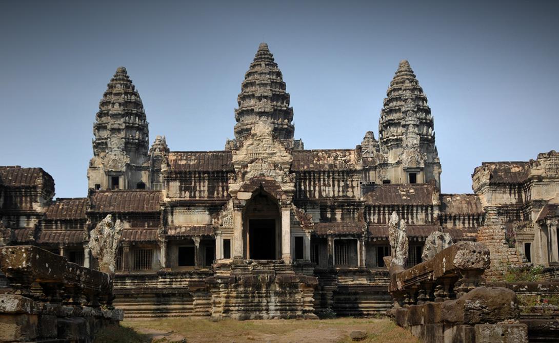 Кхмеры 1000-1400 н.э. Камбоджа Эта империя, в которую входило до миллиона людей, процветала в течение первого тысячелетия. Кхмеры практиковали индуизм и буддизм, оставив после себя монументальные храмы, такие как Ангкор-Ват, куда до сих пор съезжаются туристы со всей планеты.