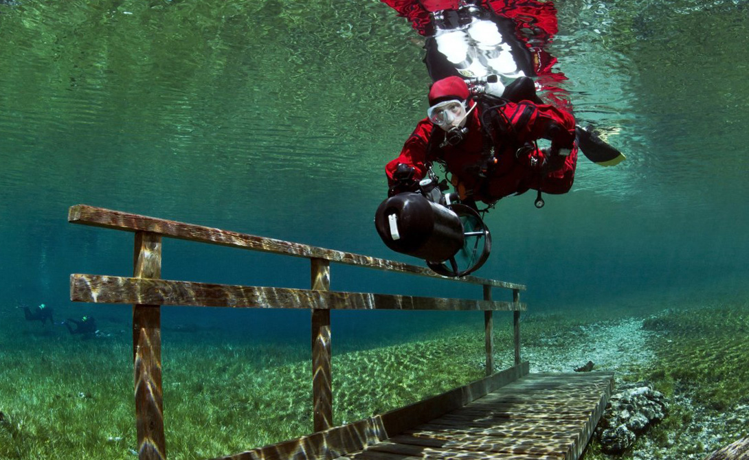 Буквальный перевод Grüner See — Зеленое озеро. Этимология названия ясна каждому, кто хоть раз видел его изумрудно-прозрачные воды.