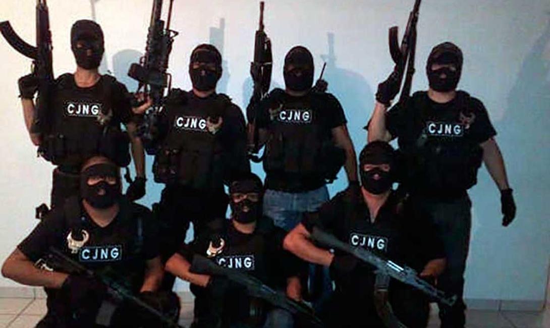 Арест Эль Чапо стал палкой о двух концах для мексиканского правительства. За регион, где раньше царствовал Коротышка, вышли сражаться несколько небольших группировок, устраивающие настоящий ад на улицах городов.