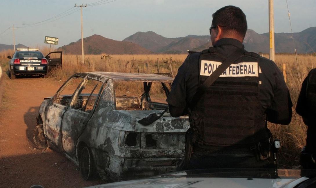 Пока власти праздновали возвращение в тюрьму Коротышки Эль Чапо, бандитские формирования и не думали опускать оружие. На первый план вышел новый лидер, прославившийся любовью к деньгам и рекам крови.