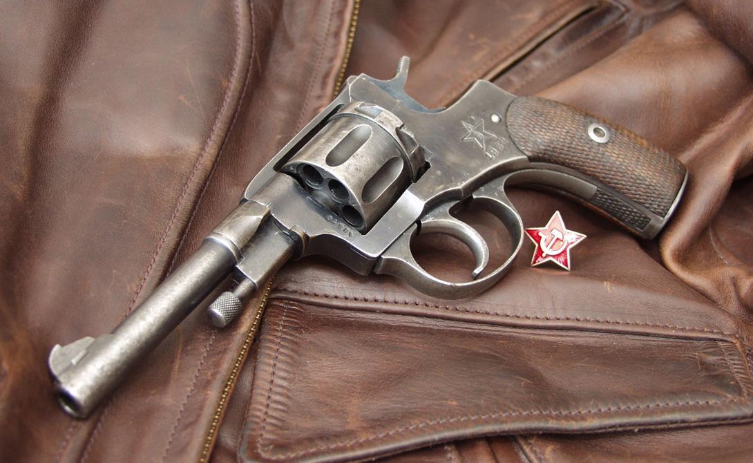 Символ революции И, конечно, именно этот револьвер стал настоящим символом революции 1917 года. «наган» превратился в слово нарицательное — так называли вообще все пистолеты. Красная Армия использовала револьвер даже после 1930-года, когда на вооружение поступили уже гораздо более современные самовзводные ТТ.