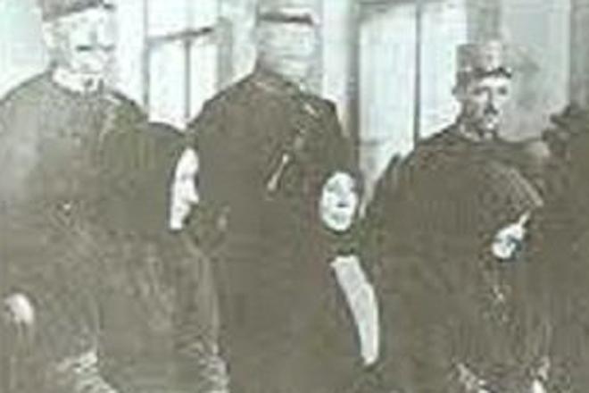 Сюзанна Олах Количество убийств: 100 Сюзанна Олах убивала всех, кто попадался на ее пути. Сорокалетняя медсестра успела отправить к праотцам целую сотню человек — и отравилась сама, когда увидела отряд полиции, пришедший по ее заблудшую душу.