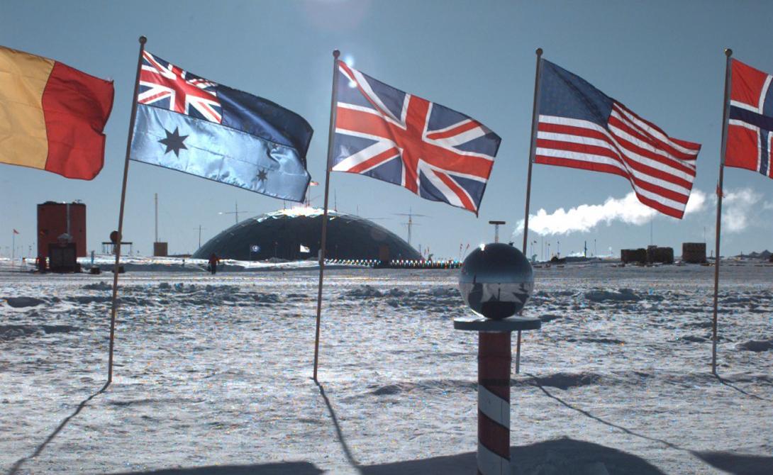 Секретные переговоры 12 стран закончились всемирным соглашением. Согласно ему, Антарктика была объявлена демилитаризованной зоной, где могут проводить исследования представители любой страны.