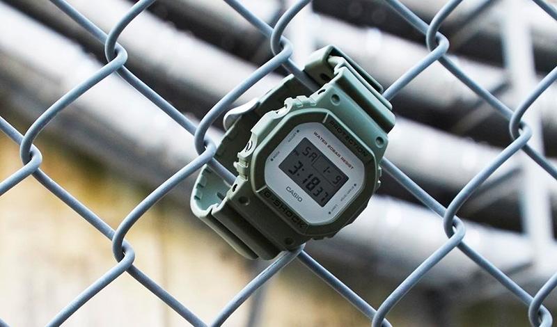 Милитари часы от G-SHOCK Уж кого-кого, а компанию Casio никак нельзя упрекнуть в недостатке мужественности своих электронных часов — их серия G-SHOCK надолго войдет в историю как одна из самых брутальных среди кварцевых. Но это не значит, что им не под силу сделать что-то еще более мощное. Живым примером вполне может стать классическая модель DW-5600, специально к 23 февраля выпущенная в особом минималистическом дизайне и милитари расцветке. Ударопрочные и водонепроницаемые до 200 метров они имеют таймер обратного отсчета, секундомер, 5 будильников, автоматический календарь и по-настоящему крутой внешний вид — в общем все то, что может понравиться даже суровому дровосеку.
