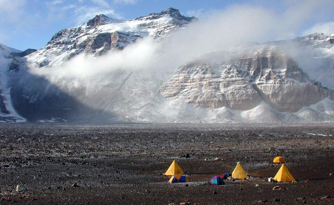 Трансантарктические горы Антарктиды разделяют континент на Восток и Запад. Это одна из самых длинных горных цепей в мире.