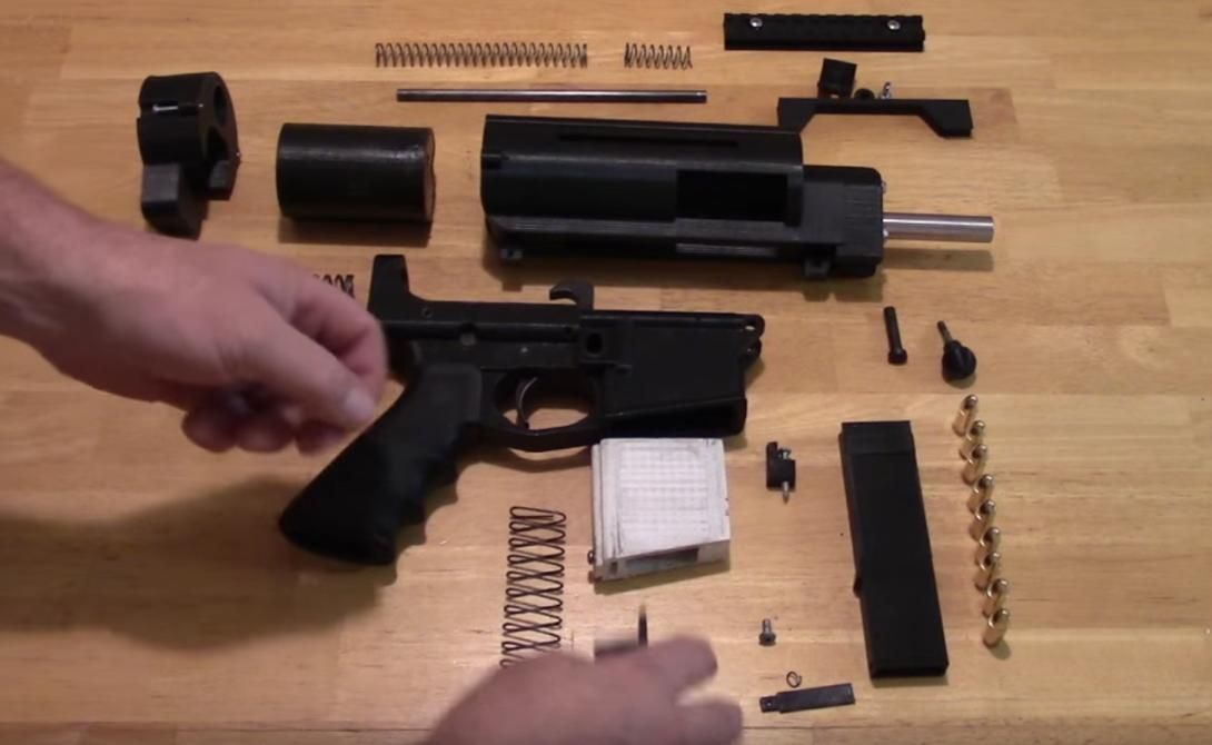 Конечно, создателю, все же, пришлось использовать некоторые металлические детали. Как мы уже упоминали выше, Shuty-MP1 напечатан 3D-принтером на 95%: оставшиеся 5% — это ствол от Glock, ударник и болты крепежа.
